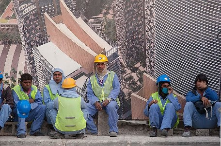 800px-migrant_workers_in_west_bay_doha.jpg